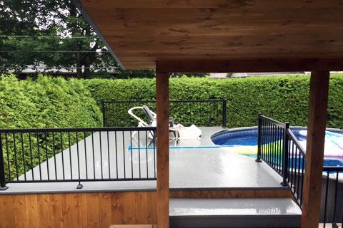 Deck pour piscine et spa.
