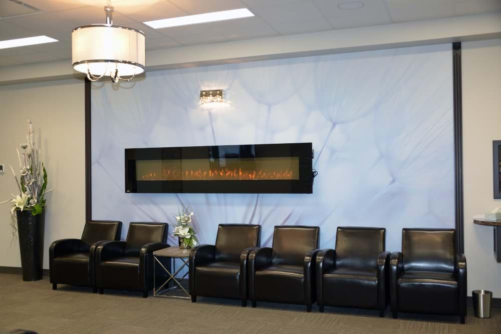 Hall avec accès aux salles de condoléances (Mont-Joli)