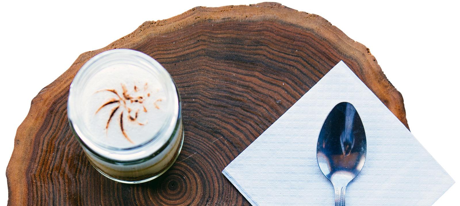 Assiettes et plateaux de serveur en bois