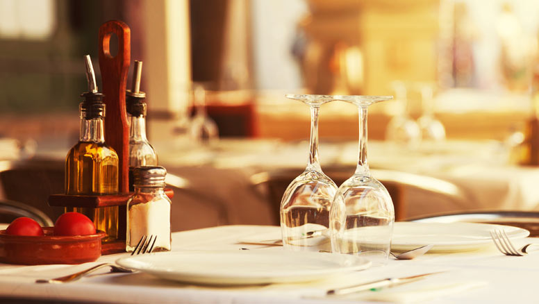 Établir une stratégie avec les napperons sur les tables de restaurants.
