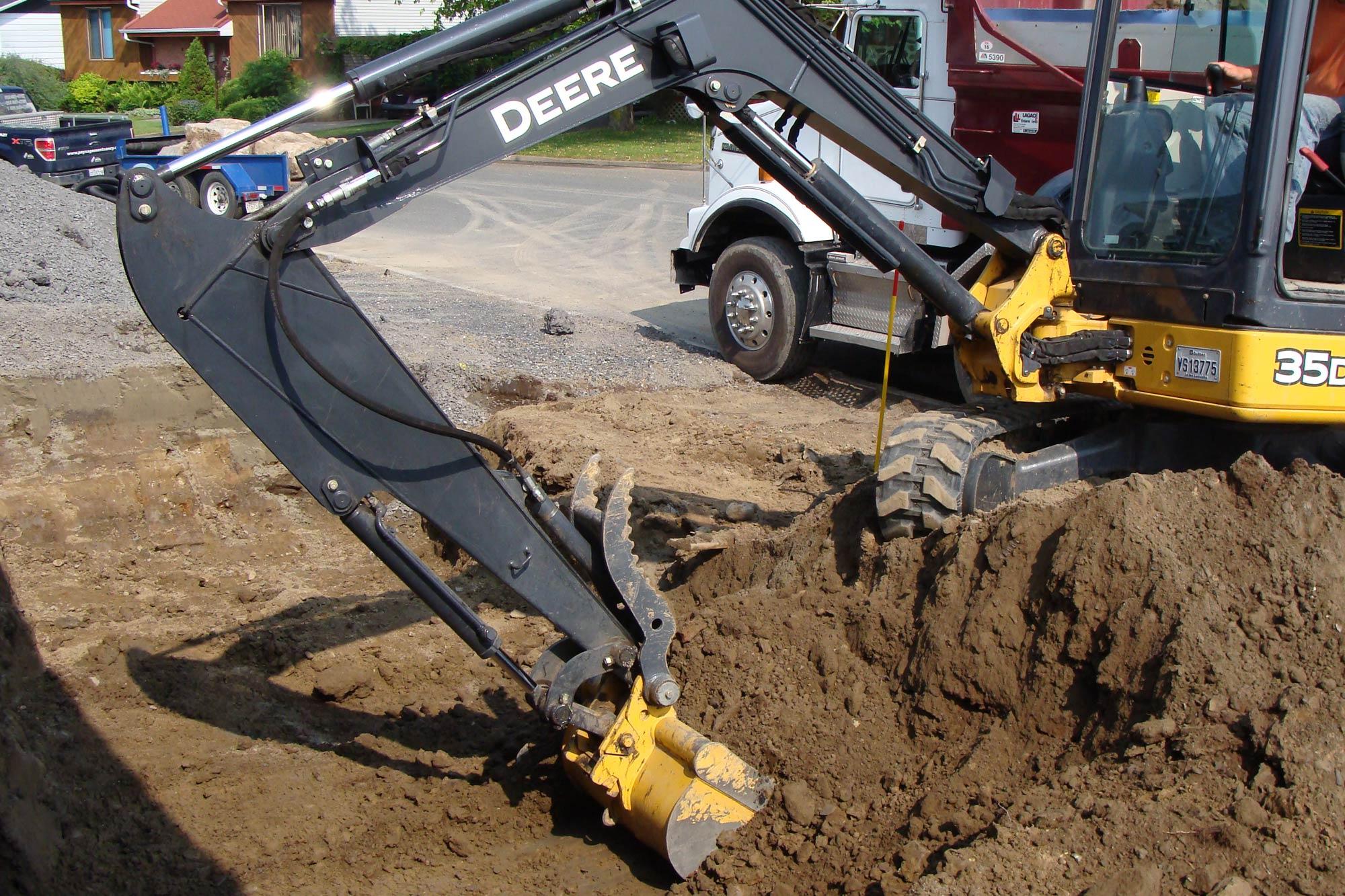 Pavé béton expert possède l'équipement pour concevoir vos projets d'excavation, de terrassement, d'installation de piscines et de drains, etc.
